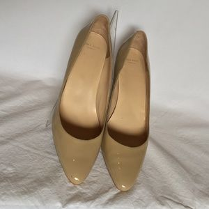 COLE HAAN TAN PATENT LEATHER WEDGE HEELS SIZE 10B